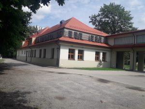 Przebudowa i adaptacja na cele edukacyjno-kulturalne zabytkowego budynku Szkoły Podstawowej w Skorogoszczy